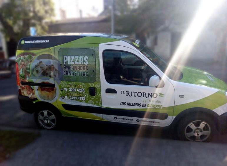 Ploteo completo impreso para camioneta de pizzería para reparto
