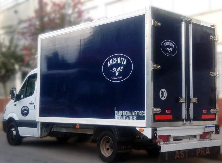 Ploteo parcial con vinilo de corte de camión de productos refrigerados