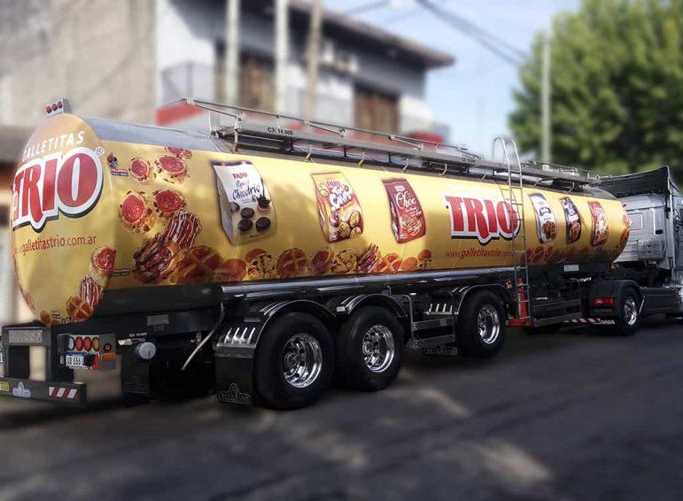 Ploteo total impreso en tanque de camión para empresa de galletitas