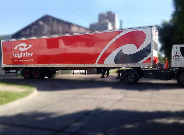 Ploteo total en vinilo de corte para furgón de camión de transporte