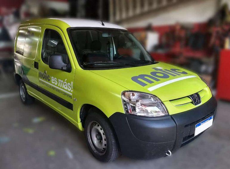 Ploteo completo impreso para camioneta chica utilitaria de servicio