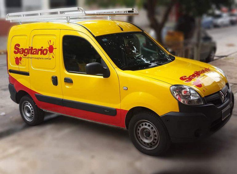 Ploteo completo impreso de camioneta chica utilitaria para reparto de pinturas