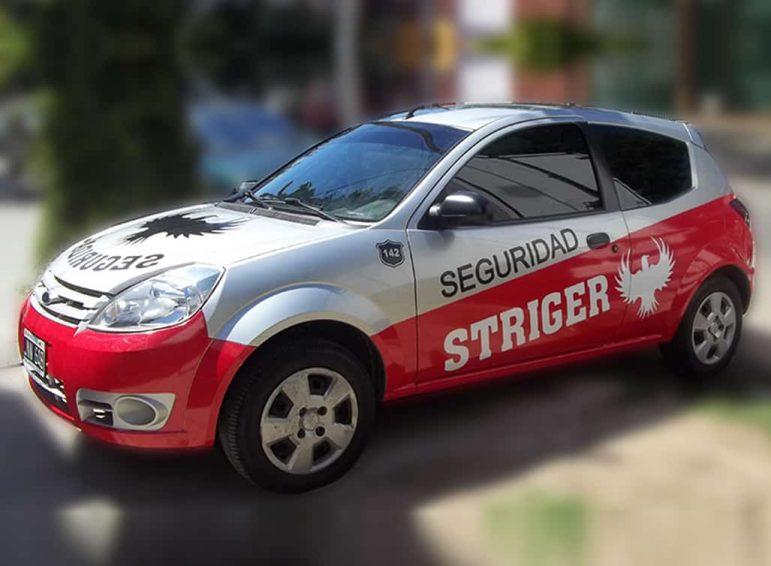 Ploteo parcial en vinilo de corte para auto de seguridad