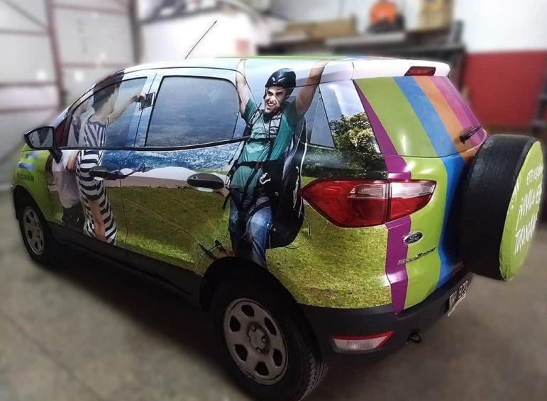 Ploteo completo impreso para auto monovolumen para promoción de Tucumán Turismo